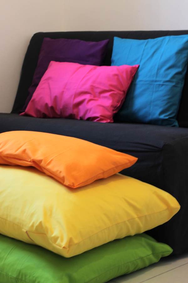 http://www.blog.oomanoot.com/rainbow-pillow-covers-sewing-tutorial/