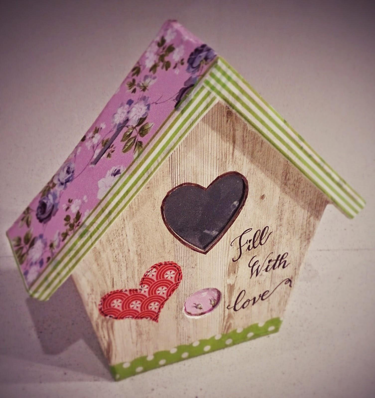 Casa de pájaro-hucha decorada con decoupage. Avenue Mandarine-Decopatch, bird cage