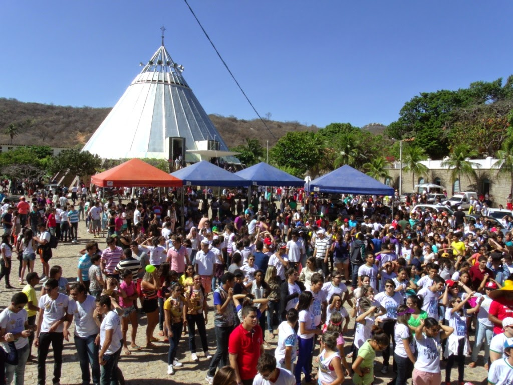 Imagens da 18ª Romaria da Juventude no Santuário do Lima em Patu - RN
