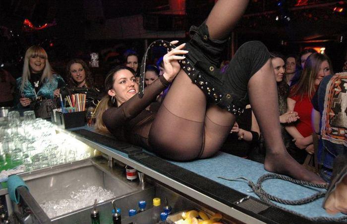 фото девки раздеваются в клубах