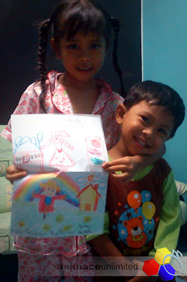 mknace unlimited | Syafinaz dan Ziqri posing with Birthday Card