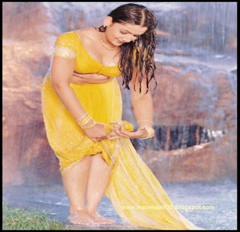 Indian Bhabhi Wet Blouse