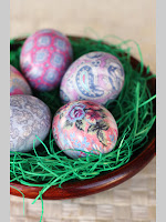 Пъстри яйца за Великден направени с коприна