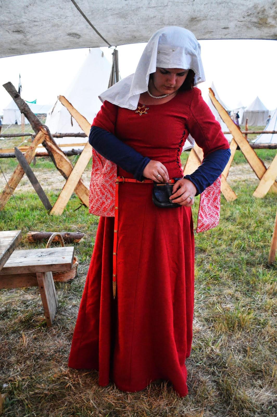suknia wierzchnia wzorowana na sukni Christiane de Pisan