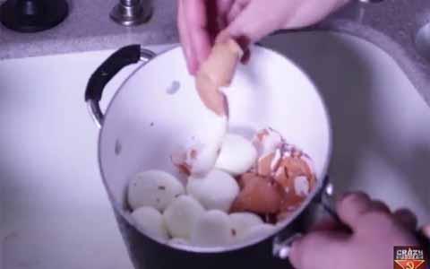 Cobain Yuk Bun, Cara Singkat Mengupas Telur Dalam Jumlah Banyak!!Begini Caranya..