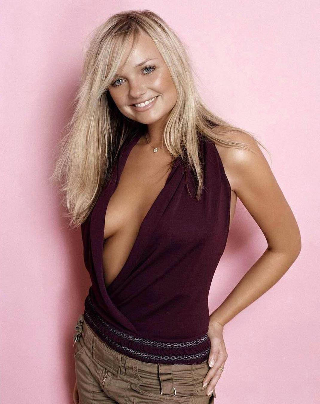 http://2.bp.blogspot.com/-c-g03vwQLlo/Tc_t5VFkWiI/AAAAAAAAC3g/VxxpyO7bNGA/s1600/Emma+Bunton+Photo+shoot+in+Purple+Top.jpg
