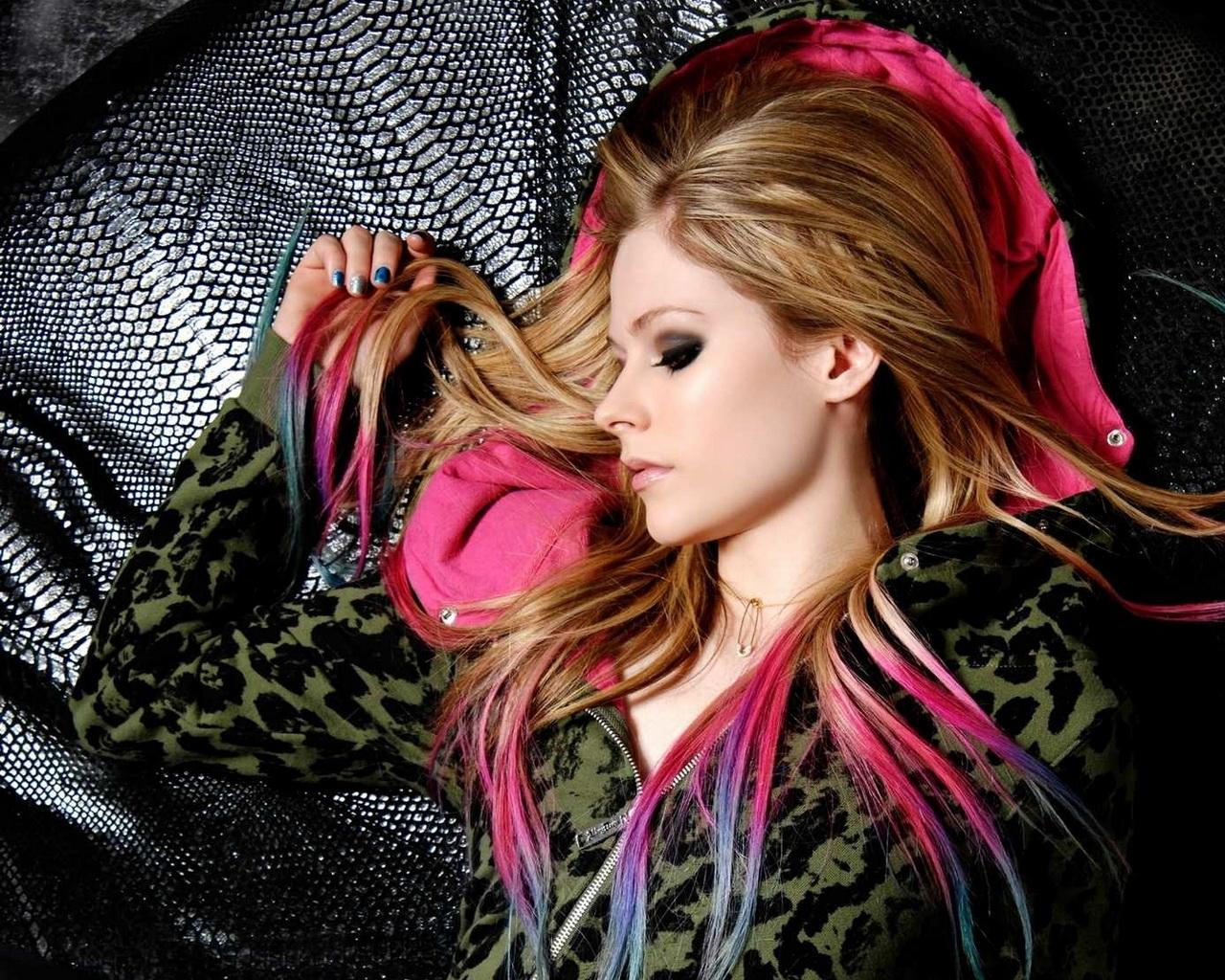 http://2.bp.blogspot.com/-c-scK2bgf3E/UNvNk9oqt1I/AAAAAAAAAJU/qRNqYcqFpxs/s1600/Avril+Lavigne+2.jpg