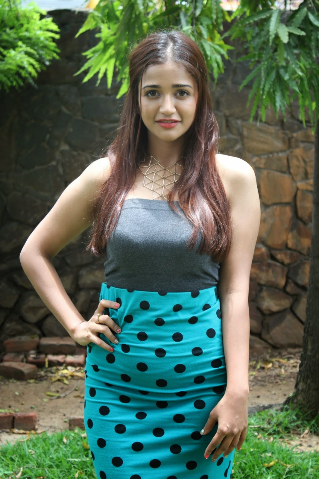 Anaika Soti glamour pics