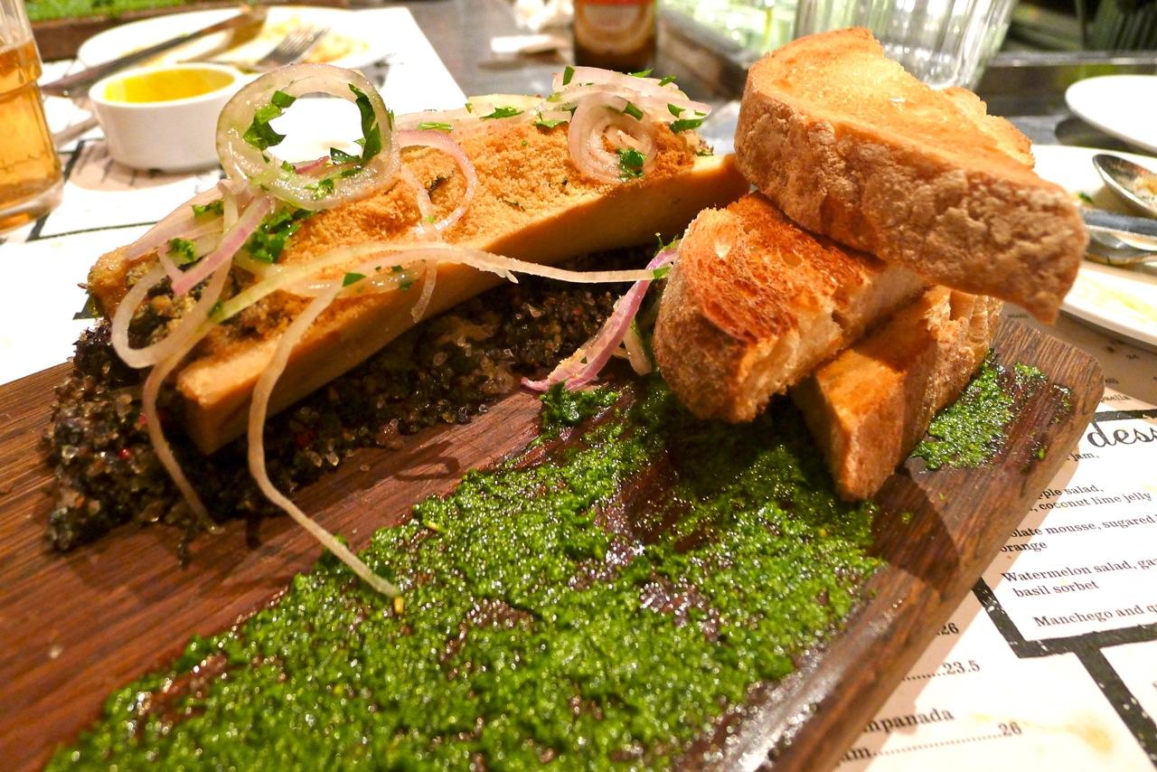 http://2.bp.blogspot.com/-c02x1J2nPrY/T6L6jes2yGI/AAAAAAAAEd0/EQuoA0vVRTk/s1600/Jason+Atherton+Esquina+Singapore+Baked+bone+marrow+with+snails.jpg
