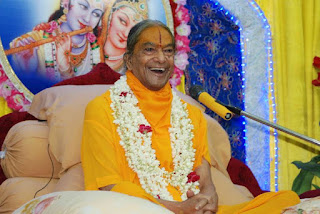 Divine kirtan with Jagadguru Shree Kripaluji Maharaj at Golok Dham, Dwarka, Delhi