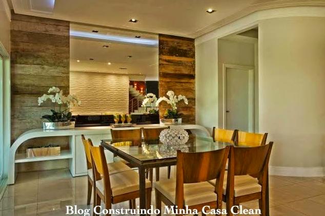 Sala De Jantar Com Vidro Na Parede ~ Painéis de madeira na lateral do espelho! Cadeiras de madeira!
