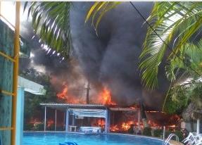 """Se incendia restaurant de balneario """"La Manzana"""" en Coatzacoalcos Veracruz"""