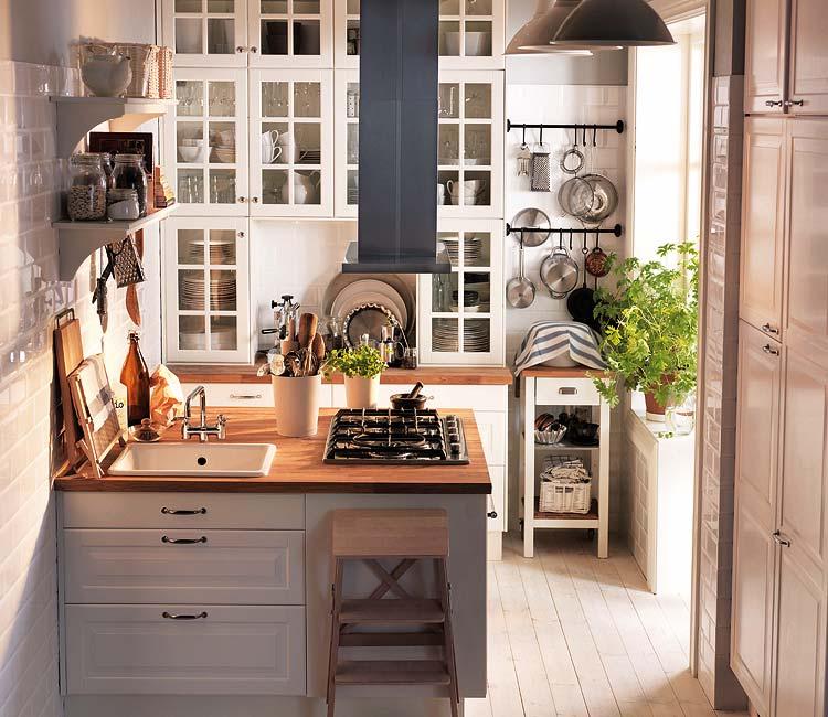 las cocinas de planta cuadrada ofrecen la posibilidad de instalar una isla central donde ubicar la zona de coccin o el fregadero en cualquier caso