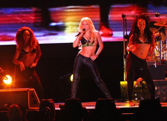 Galería » Apariciones, candids, conciertos... - Página 2 Shakira+roni+%25289%2529_634420906969609680_PhotoGalleryMain