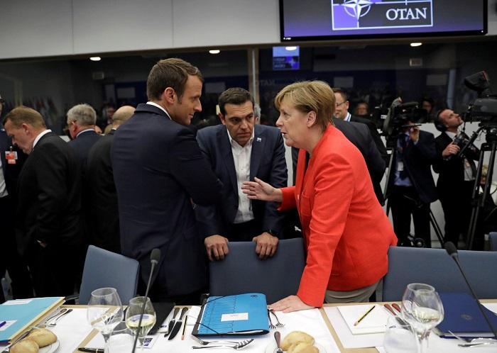 Ανοικτη γραμμη Τσιπρα-Μερκελ-Μακρον μεχρι το Eurogroup