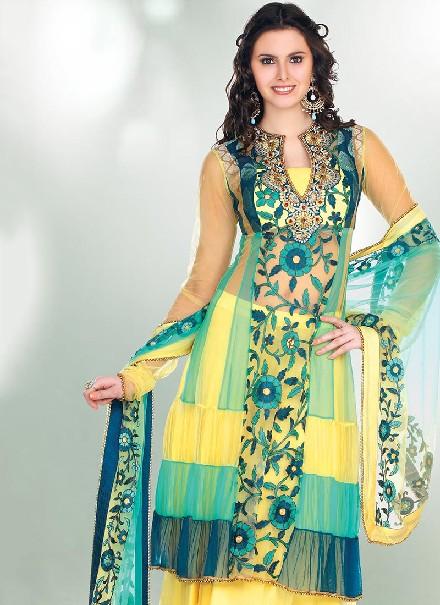 http://chunnerwalyint.blogspot.com/2014/07/pakistani-shalwar-kameez-collection.html