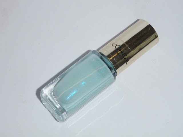 Review and swatches L'oreal nail polish light blue french riviera.