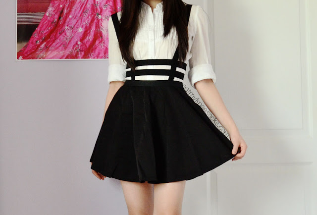 The caged suspender skirt from Dresslink, modeled as part of an ulzzang-inspired outfit.