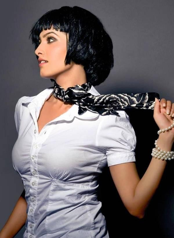 Tv Babe Anita Hassanandani Sexy Photoshoot Pics - SEXY KAREENA PICTURES - Famous Celebrity Picture