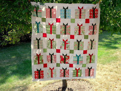 Loose Threads Charming Christmas Present Quilt