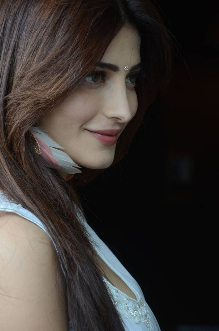 Shruti K Hassan in White Suit