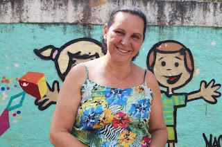 A diretora Rosângela Rezende ficou feliz com a escolha da escola para receber a ação