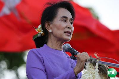 NLD ပါတီ ဥကၠဌ ေဒၚေအာင္ဆန္းစုၾကည္ကို ေမလ ၁၆ ရက္ေန႔က မြန္ျပည္နယ္ ေမာ္လၿမိဳင္ၿမိဳ႕ လူထုေတြ႔ဆံုပြဲမွာ ေတြ႔ရစဥ္ Photo: Kyaw Zaw Win/RFA