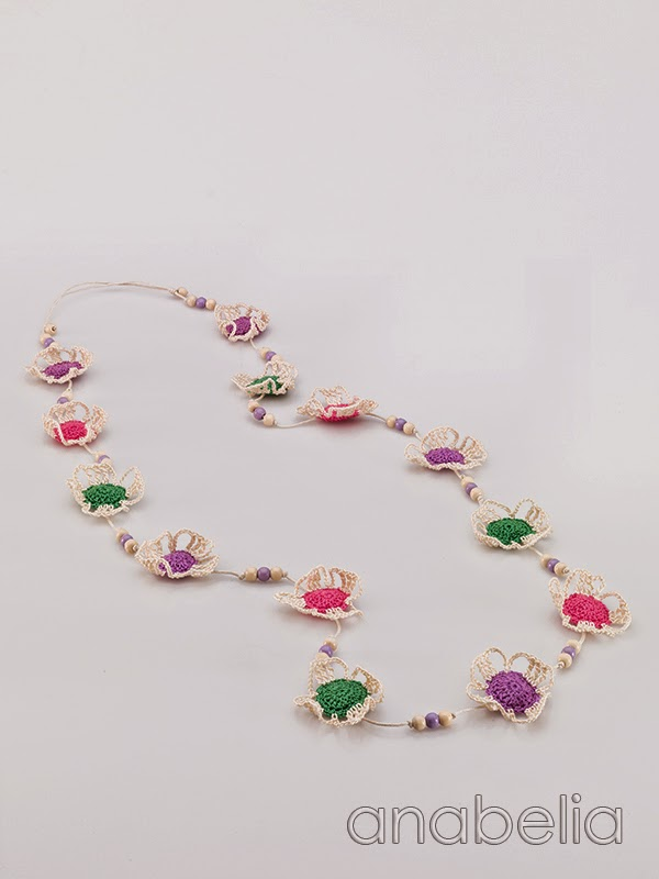 Crochet-bright-colors-flowers-necklace-Anabelia