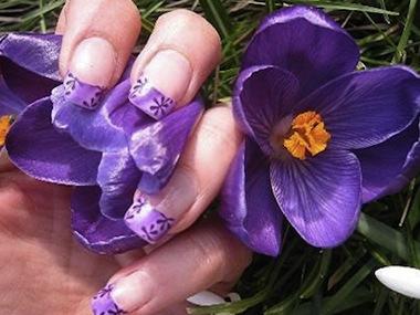 ... originales manicure con flores para lucirlas en los días de primavera