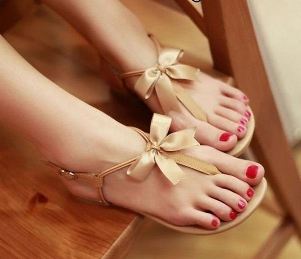 Sade ve çok tatlı bir sandalet