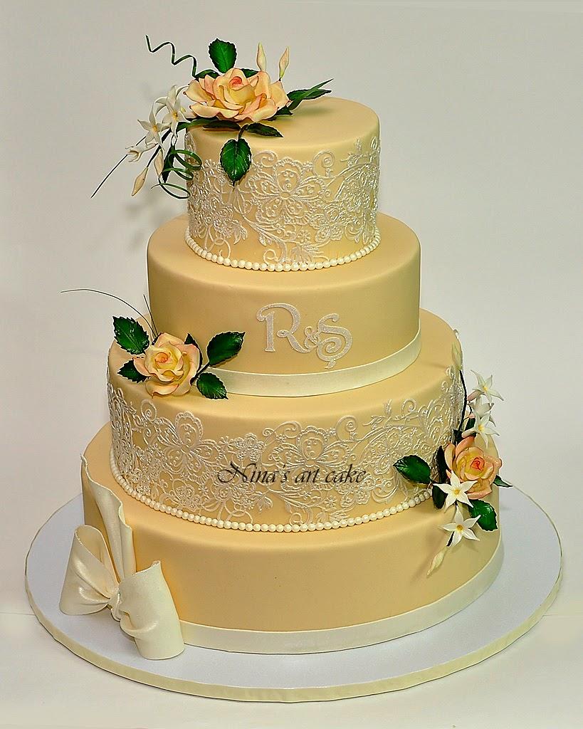 Tort de nunta cu trandafiri si iasomie