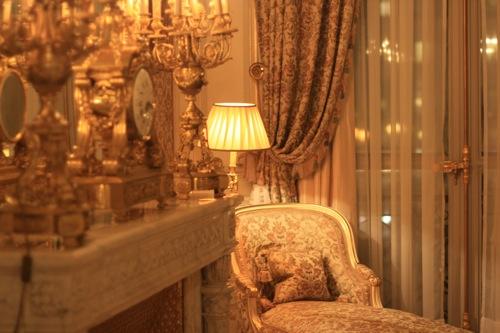 Camera Da Letto Stile Parigi : Camera da letto stile loft con parquet scuro parigi foto e idee