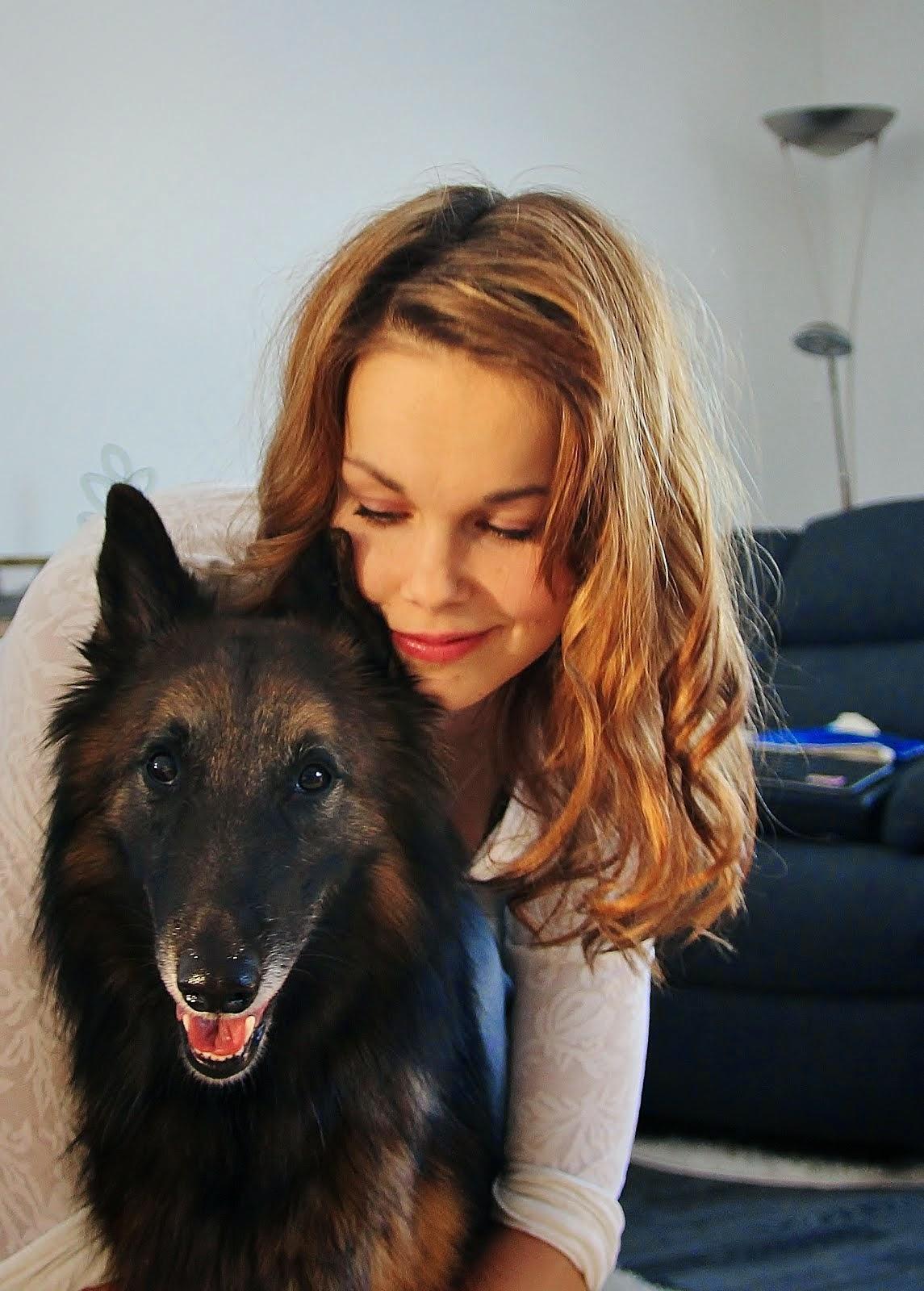 Koirat ja emäntä blogin takana