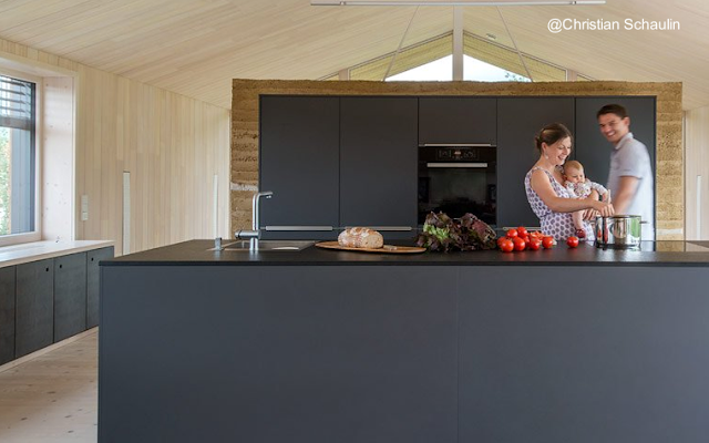 Espacio de la cocina en la planta superior de la casa de granjero alemana