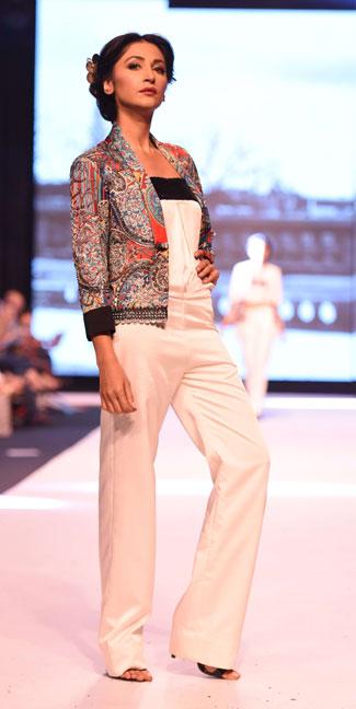 Aamna Aqeel, Black on Fire, FPWAW14, Winter fashion, Monochromatic Fashion, Black and white clothes, Pakistan Fashion, Luxury pret, resort collection, Decorative motifs, Glamor fashion, classy fashion, Embroidery, Bohemian fashion, Rich, Fashion Pakistan, Hira Tareen, Fashion Blog, red alice rao, redalicerao