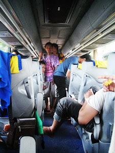 Di Dalam Bis Pariwisata