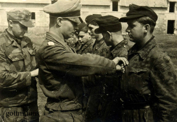 Les tenues allemandes en camouflage italien. Ss17