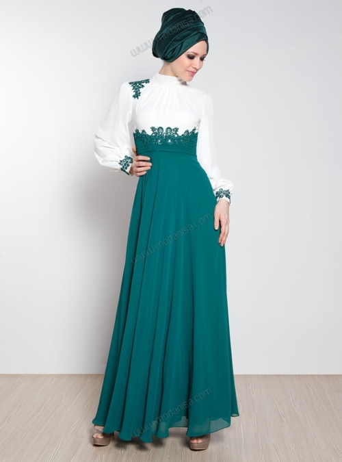 Güpür Detaylı Taş İşlemeli Yeşil Renk Tesettür Elbise