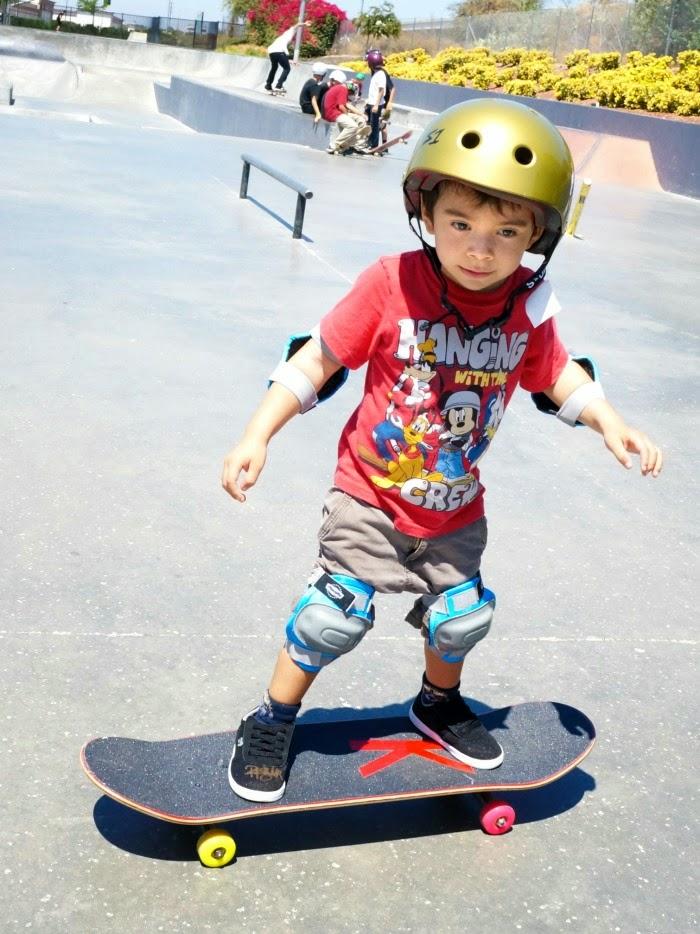Kids skateboarding lessons at etnies skatepark // livingmividaloca.com