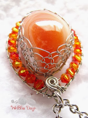Wire Wrap Agate Pendant top view by WireBliss