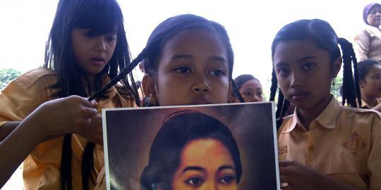 Sambut hari Kartini, ratusan siswi lomba kepang rambut