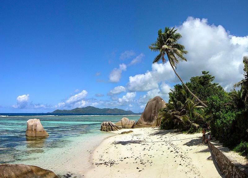 Bestes Badewetter auf den Seychellen am Strand