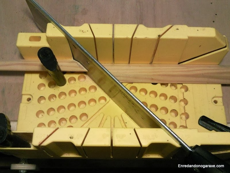 Caja de cortar molduras a inglete Stanley. Enredandonogaraxe.com