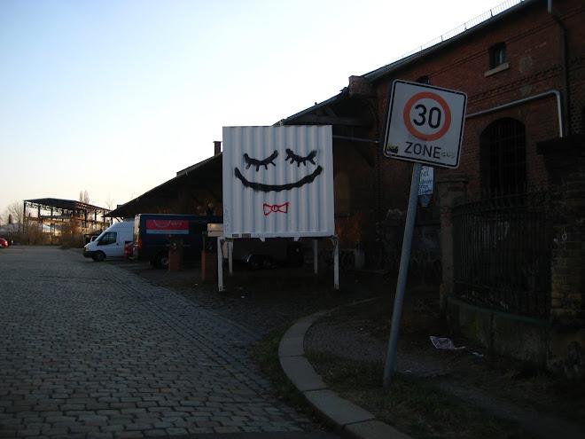 mosoly doboz