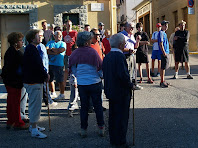 El grup escoltant les explicacions abans de la caminada