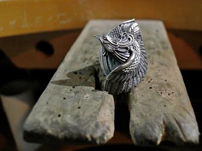 日本彫刻師杉山孝博所創品牌Dual Flow的鳳凰戒