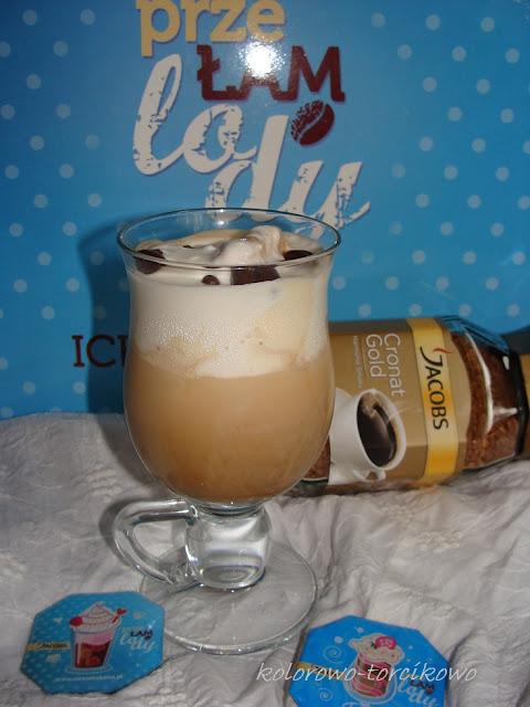 Klasyczna kawa mrożona z lodami