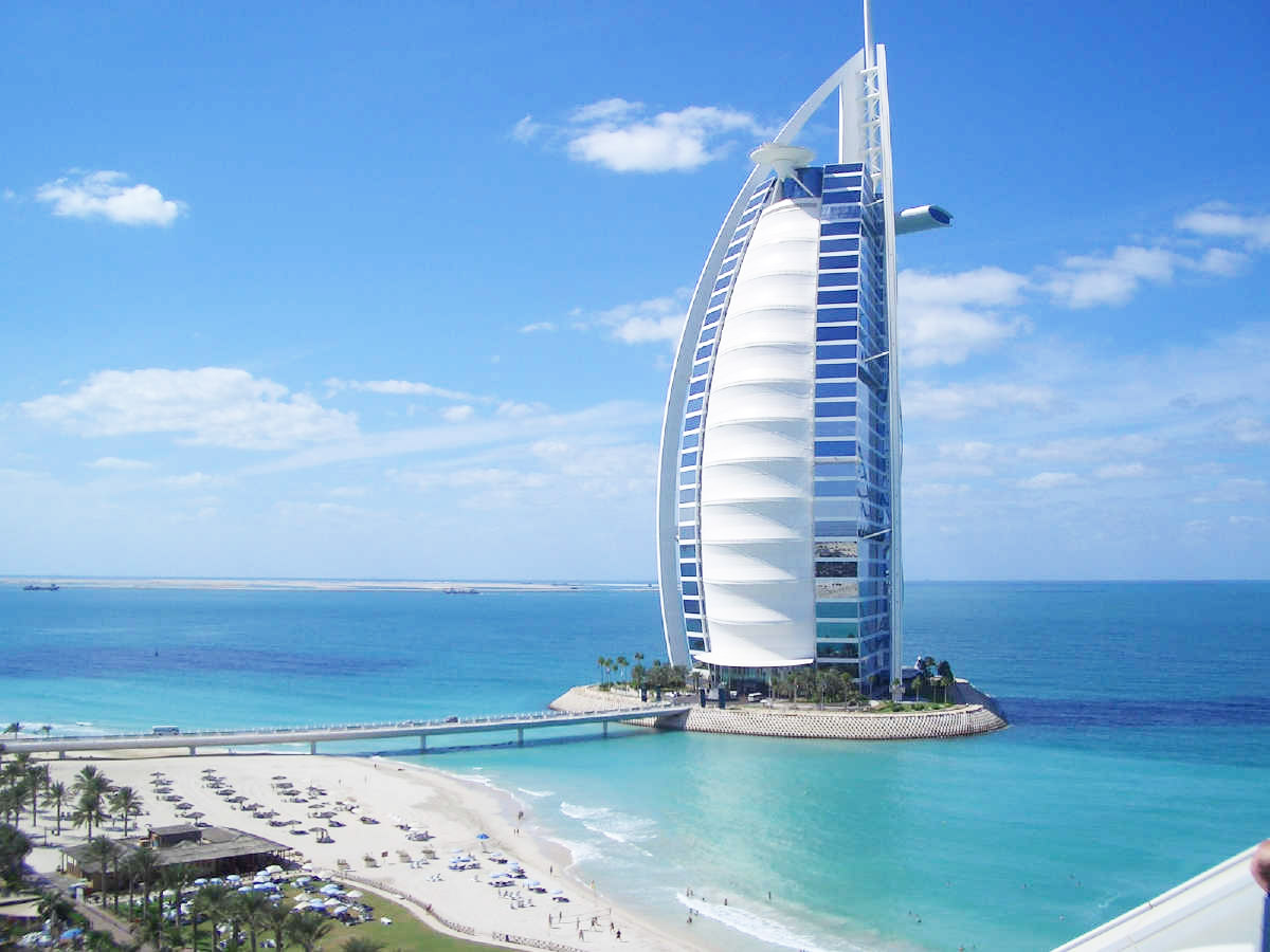 Luxury life design the world 39 s only 7 star hotel burj for Nicest hotel in the world dubai