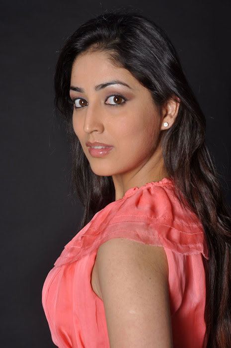 Yami Gautam new spicy latest hot wallpapers
