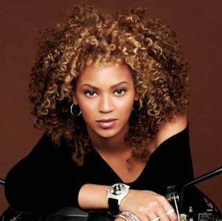 Beyonce con cabello rizado (con rizos)